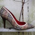 Der Herr der Schuhe - Frankfurt - Pumps – Massschuhe aus Burberry ähnlichem kariertem Stoff mit cremefarbenem Kalbleder abgesetzt