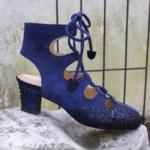 Der Herr der Schuhe - Frankfurt - Damen-Sommer Schnürstiefelette – Massschuhe aus blauem Fischleder und Veloursleder mit Öffnungen an Ferse und Spann