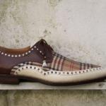 Der Herr der Schuhe - Frankfurt - Schnürhalbschuh Derby – Herren Massschuhe aus braunem und cremefarbenem Kalbleder mit Burberry ähnlichem kariertem Stoff