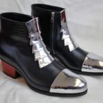 Der Herr der Schuhe - Frankfurt - Herren Stiefelette mit Reissverschluss – Massschuhe aus schwarzem Kalbleder mit aufgesetzten silbernen Schuppen und silberner Kappe