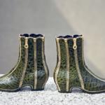 Der Herr der Schuhe - Frankfurt - Damen Stiefelette – Massschuhe aus grünem Kroko-Leder mit Reissverschlüssen