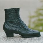 Der Herr der Schuhe - Frankfurt - Damen Schnürstiefelette – Massschuhe aus schwarzem Straussenleder mit asymetrischer Schnürung