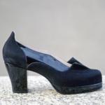 Der Herr der Schuhe - Frankfurt - Damen Pumps – Massschuhe aus schwarzem Lackleder und Veloursleder mit Plateau