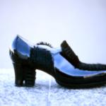 Der Herr der Schuhe - Frankfurt - Damen Trotteur Massschuhe aus schwarzem Lackleder mit Einsätzen aus schwarzem Fell