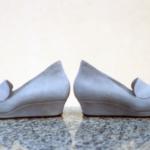 Der Herr der Schuhe - Frankfurt - Damen Slipper Massschuhe aus cremefarbenem Veloursleder mit bezogenem Keilabsatz