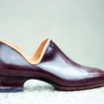 Der Herr der Schuhe - Frankfurt - Damen Trotteur – Massschuhe aus bordeauxrotem Kalbleder, hell abgesetzt