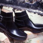 Der Herr der Schuhe - Frankfurt - Herren Jod-Phur Stiefelette – Massschuhe aus schwarzem Kalbleder mit breitem Riemen und geschwärzter Rollschnalle