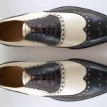 Der Herr der Schuhe - Frankfurt - Herren Schnürhalbschuh Oxford, Budapester Massschuhe aus braunem und cremefarbenem Kalbleder und Zierlochung