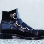Der Herr der Schuhe - Frankfurt - Herren Stiefelette – Modellschuhe aus schwarzem Kalbleder mit verdeckten Gummizügen, Sohle zwiegenäht Ankauf durch das Museum für Kunst und Gewerbe, Hamburg