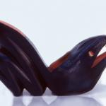 """Der Herr der Schuhe - Frankfurt - Wedge Modellschuhe aus schwarzem Schlangenleder mit einem ausgearbeiteten Holzplateau Ausstellungsstücke bei der Ausstellung """"Schuhe"""" des Zweckverbands Dachauer Galerien und Museen, 1997"""