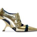 """Der Herr der Schuhe - Frankfurt - Pumps """"ViceVersa"""" – Modellschuhe aus silbernem Chevreaux mit blauen Pfauenfedern und Riemchen Zweiter Preis beim PLW-Design-Wettbewerb Pirmasens 2003"""